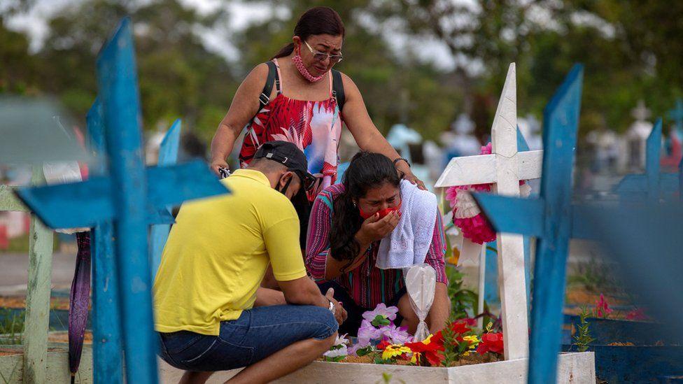 """Covid-19 : Le Brésil enregistre 500 000 morts et une situation """"critique"""""""