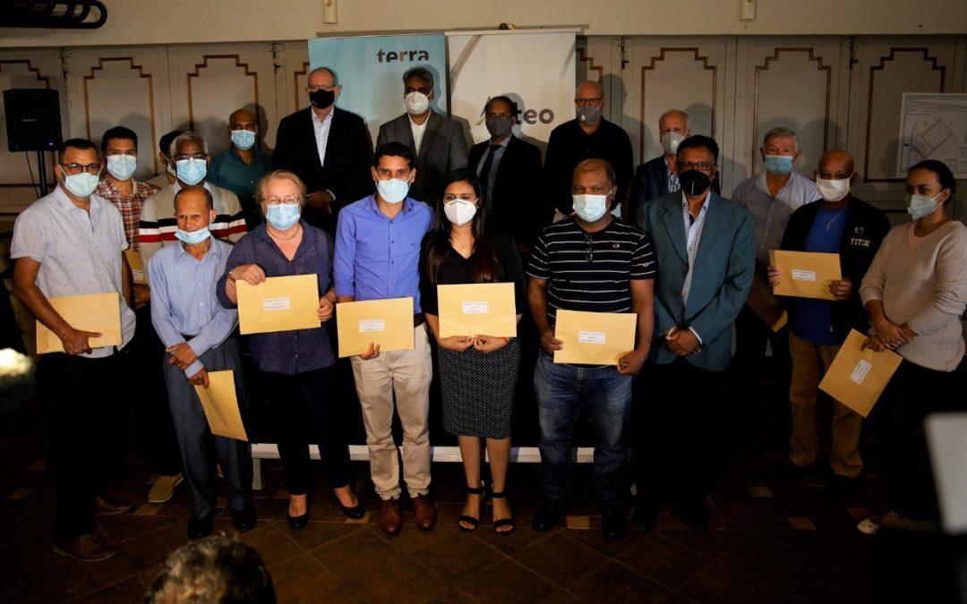 Blue Print : Alteo et Terra remettent des titres de propriété à 21 ex-employés de Mon Loisir