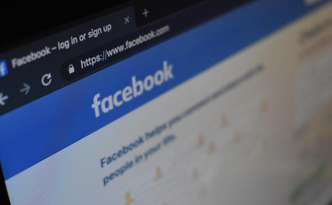 Des personnes noires confondues avec des singes par un algorithme de Facebook