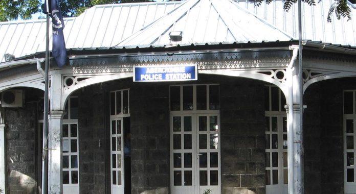 A Ste-Croix : Il prétend être un religieux et tente de l'agresser