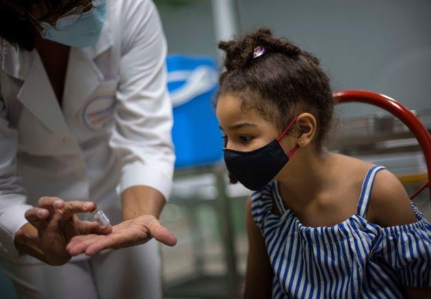 Cuba : le premier pays à vacciner tous les mineurs de 2 à 18 ans