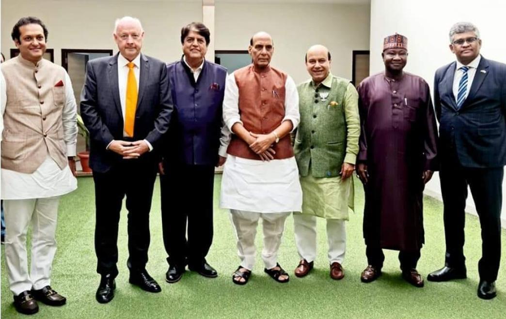 L'homme d'affaires Dhaneshwar Damry rencontre le ministre de la Défense en Inde