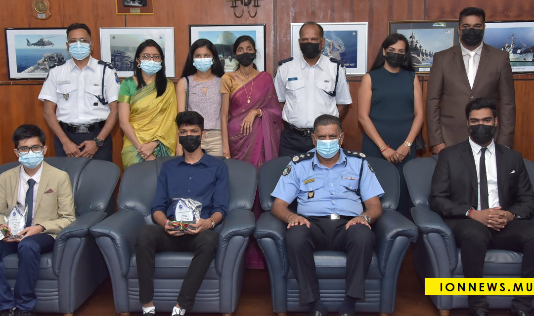 Le CP par intérim félicite cinq enfants de policiers proclamés lauréats