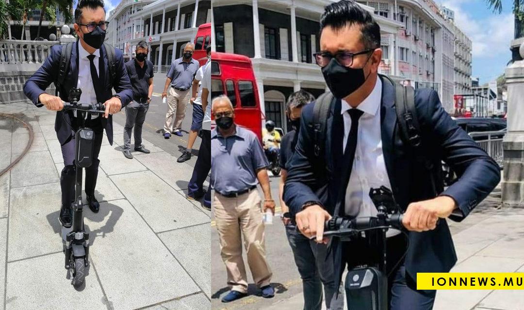 Clin d'œil : Le député Shakeel Mohamed arrive au Parlement en trottinette électrique